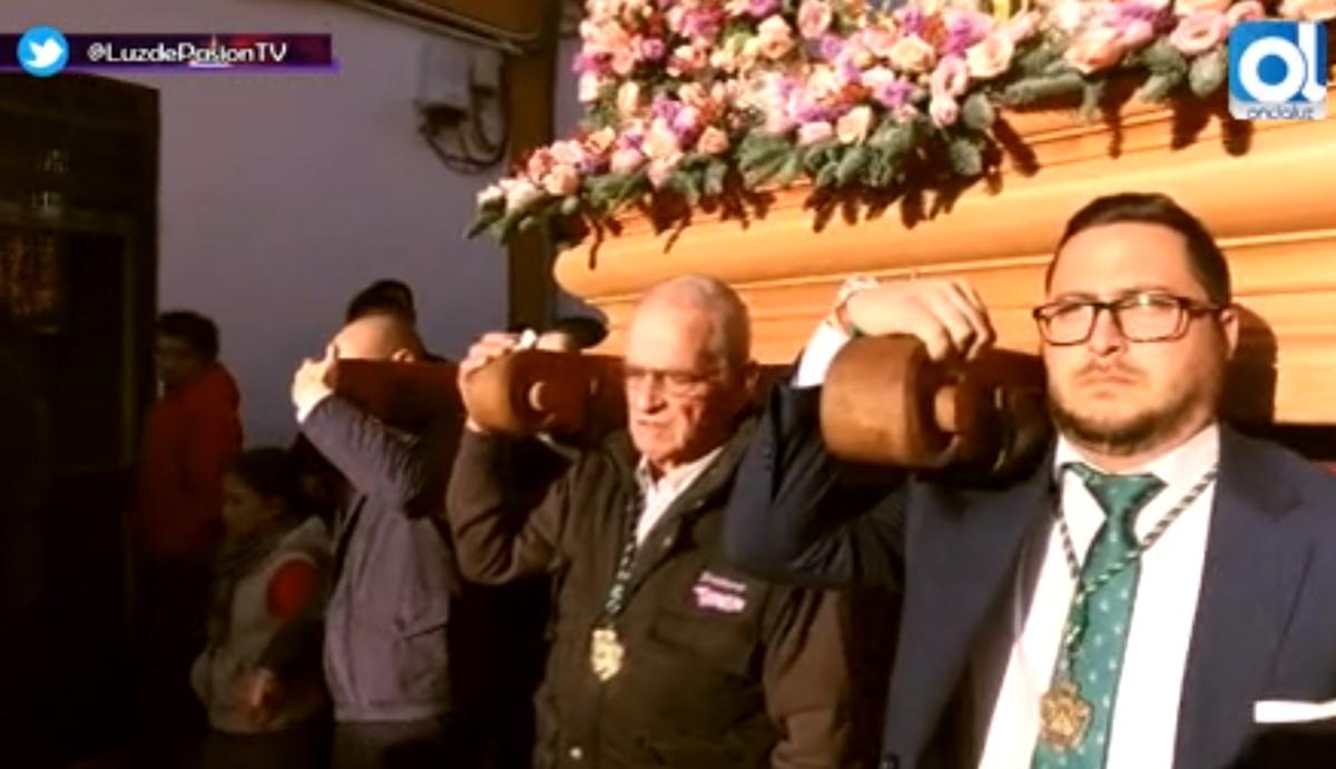 Jesús Ramírez, en el centro, en el último Rosario de la Aurora de la Esperanza de la Yedra