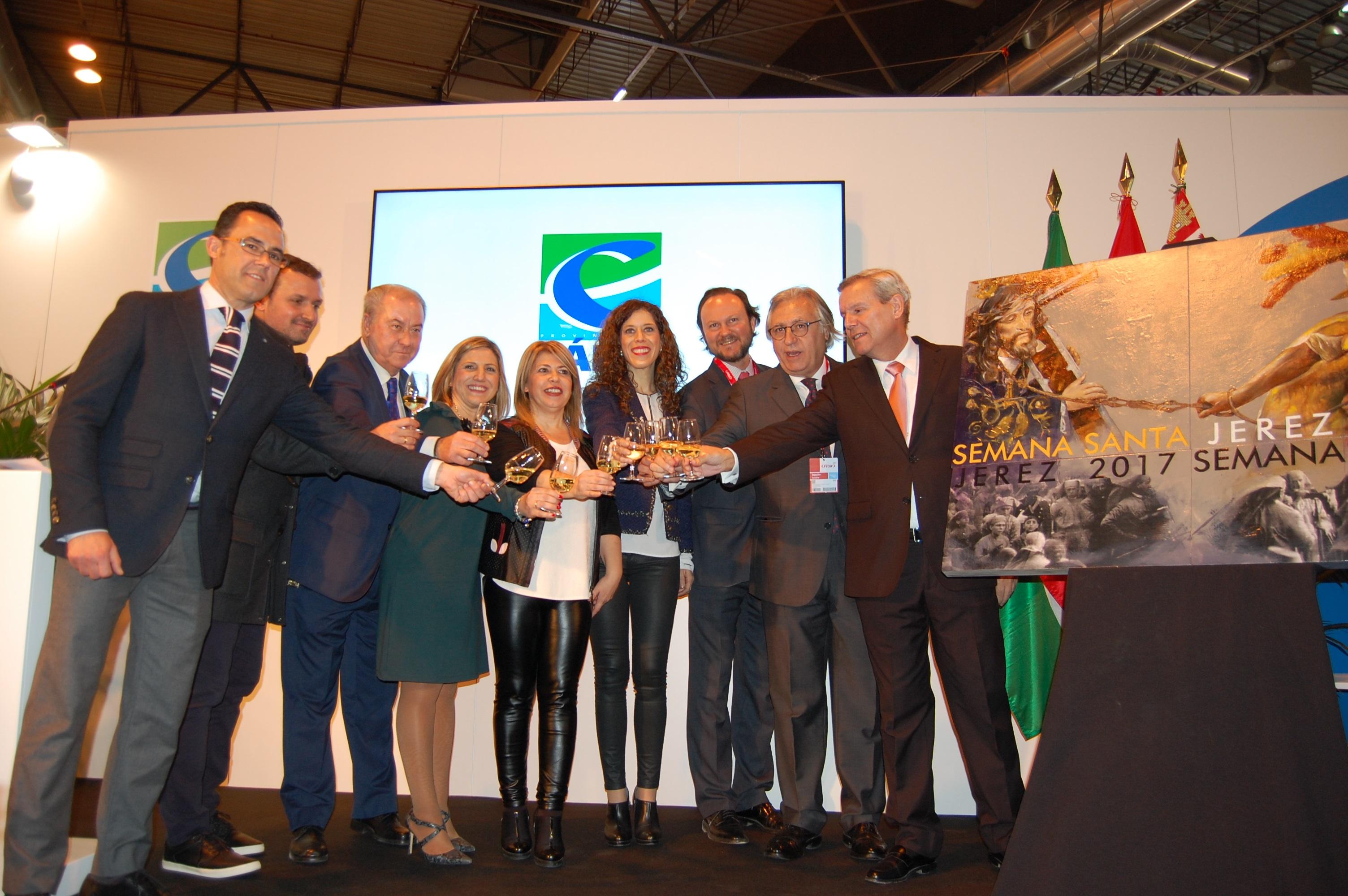 Brindis tras la presentación de la Semana Santa de Jerez en Fitur