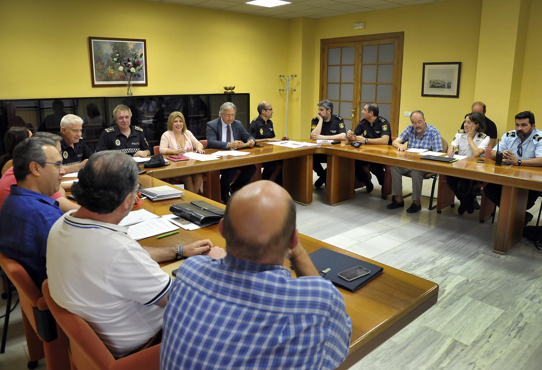 Alcaldesa_preside_mesa_seguridad_Semana_Sta