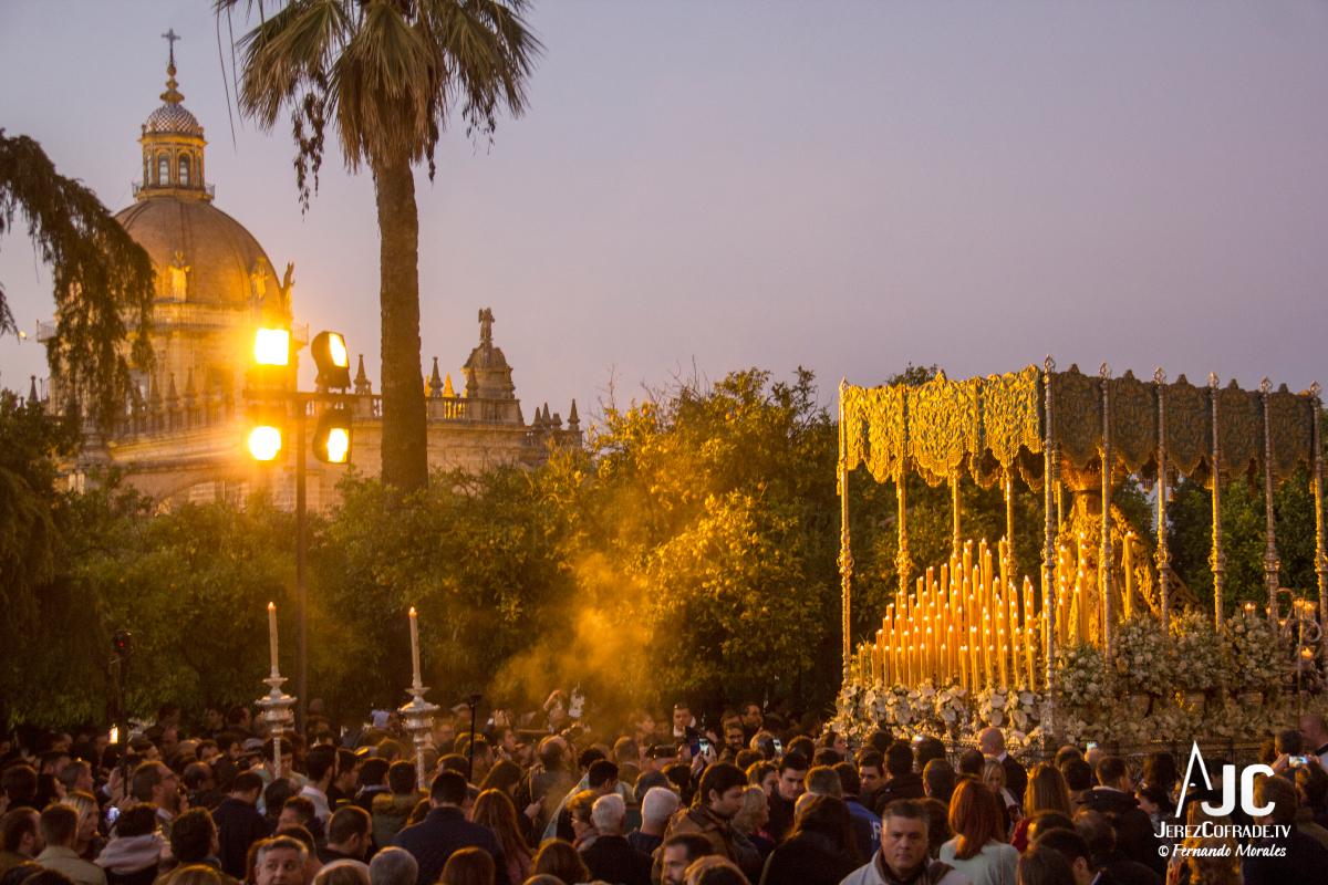Extraordinaria Amargura Vuelta Catedral 2017 (9)