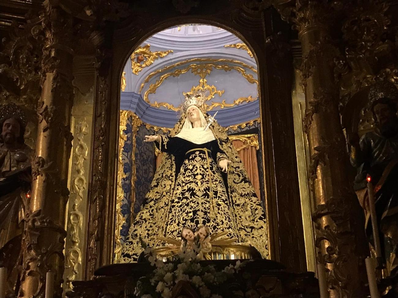 Nuestra Señora del Mayor Dolor de luto