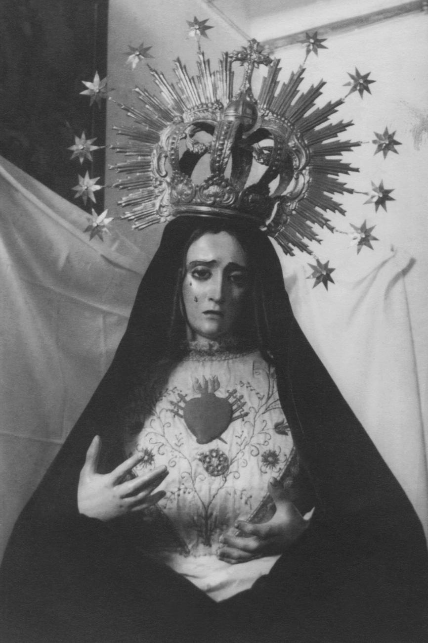 2.- 1928-4-Se consideran las primeras fotografías de la Vírgen de la Esperanza (1928)