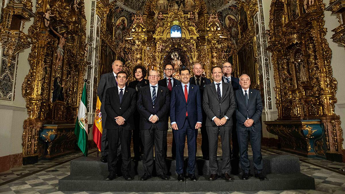 Juanma Moreno y presidentes Consejos de Cofradías